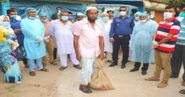 নোয়াখালীতে প্রধানমন্ত্রীর ব্যক্তিগত সহকারীর খাদ্য সামগ্রী বিতরণ
