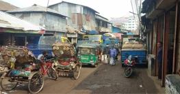নোয়াখালিতে জীবন ঝুকি নিয়ে চলছে শিক্ষার্থীরা