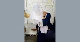 প্রেমে সাড়া না দেয়ায় স্কুলছাত্রীকে পেটালো বখাটে