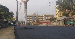 নোয়াখালীতে বিদ্যুতিক পিলার রেখেই চলছে ফোরলেনের পিজ ঢালাই