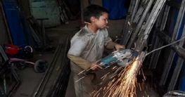 নীতিমালার তোয়াক্কা না করে নোয়াখালীতে চলছে শিশুশ্রম