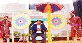 নিজাম হাজারীকে পৌর মেয়র স্বপন মিয়াজীর রাজকীয় সংবর্ধনা