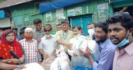 ত্রাণ বিতরনে বেগমগঞ্জ উপজেলা চেয়ারম্যান